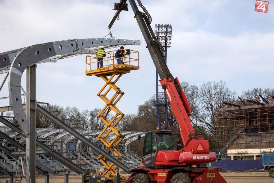 FOTO: Rekonštrukcia štadióna FC Nitra napreduje, trávnik chcú položiť koncom jún