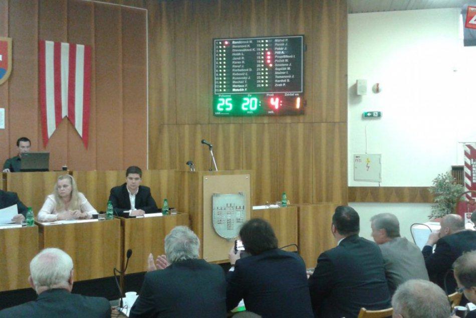Považskobystrickí poslanci rozhodli o predaji mestských budov: Kto ako hlasoval?