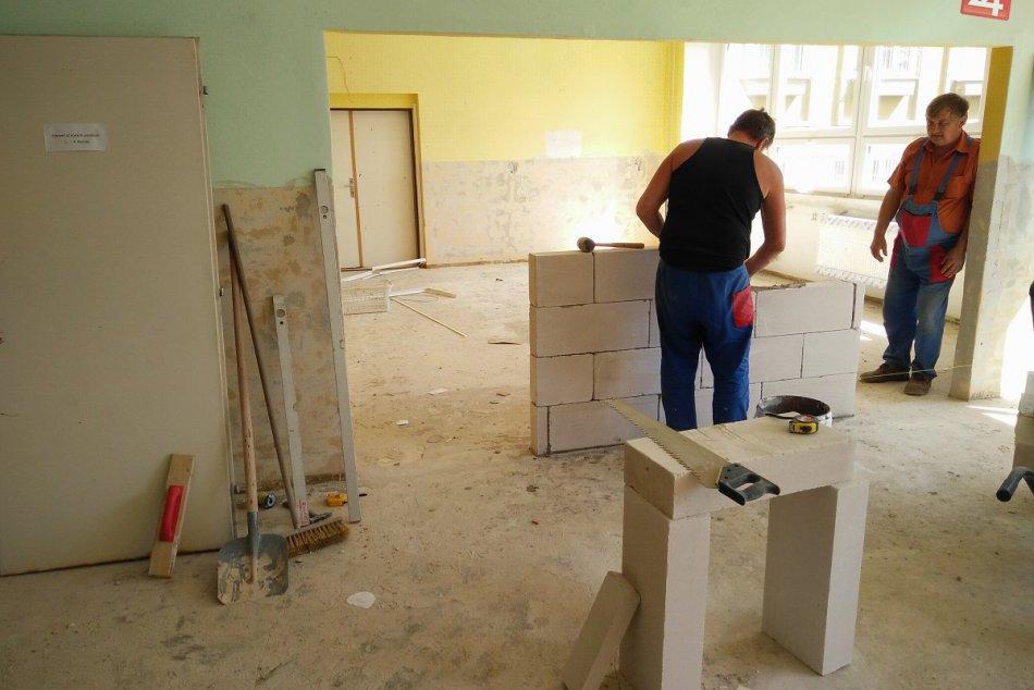 V OBRAZOCH: Stavebné práce na škôlkach v Radvani napredujú