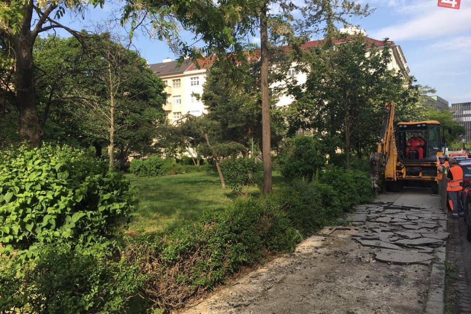 Revitalizácia parku na Kmeťovom námestí
