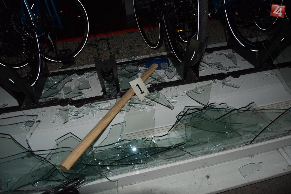 Nočná vlámačka v predajni bicyklov v Nitre: Ukrajinec rozbil výklad kladivom, FO
