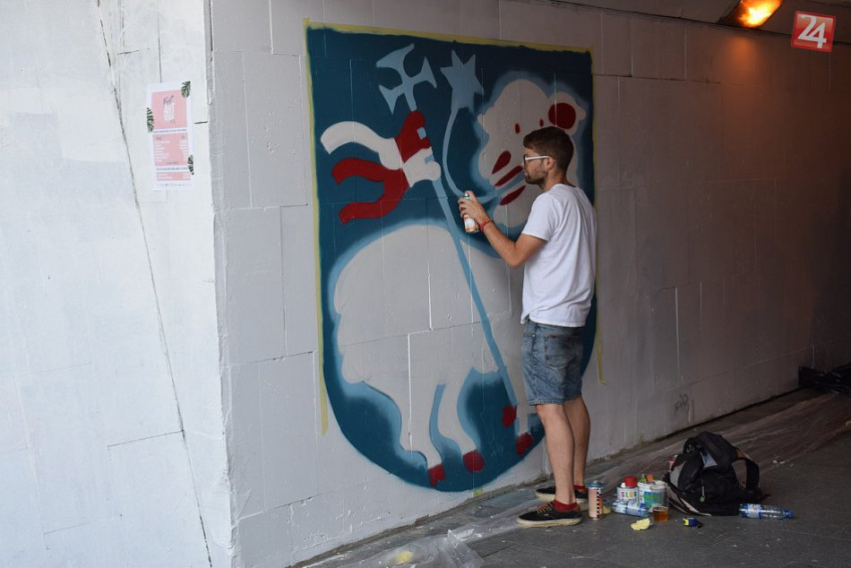 V obrazoch: Maľovanie podchodu na Hasičskej