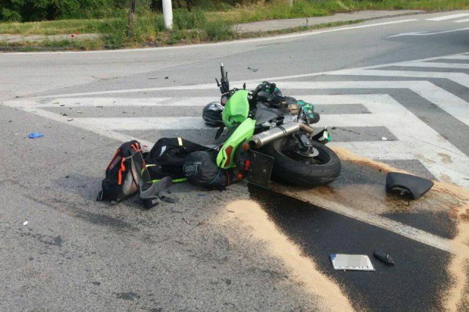 Obrazom: Vážna nehoda motorkára pri Plešivci