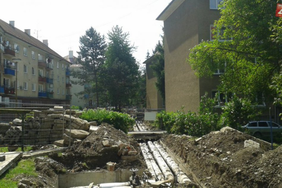 Pionierska ulica je rozkopaná: Pribúdajú nové parkoviská aj teplovody