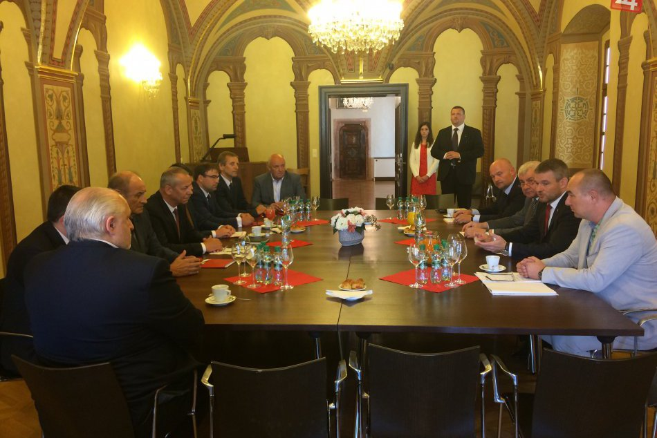 V OBRAZOCH: Iniciatíva stredné Slovensko sa stretla s premiérom