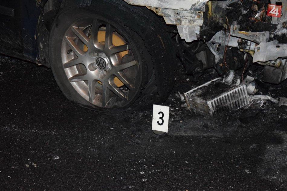 V Nitre niekto podpálil autá: Požiar spôsobil škody za vyše 20-tisíc eur, FOTO