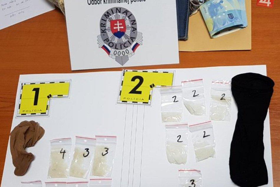 Polícia zadržala ženu z nášho okresu, pri sebe mala stovky dávok pervitínu