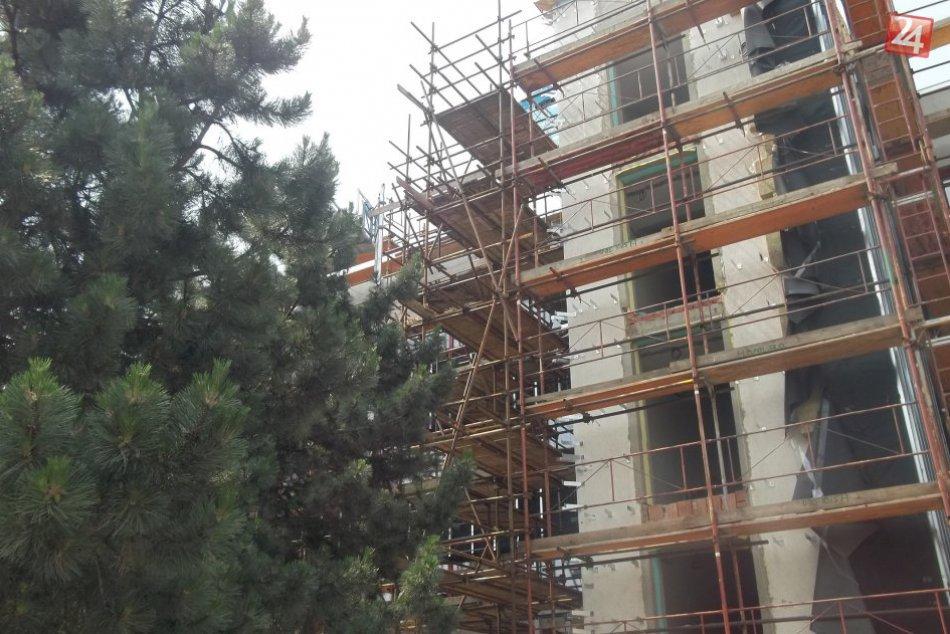 FOTO, Mestský úrad, ako ste ho nevideli: Na oknách budú žalúzie so senzormi