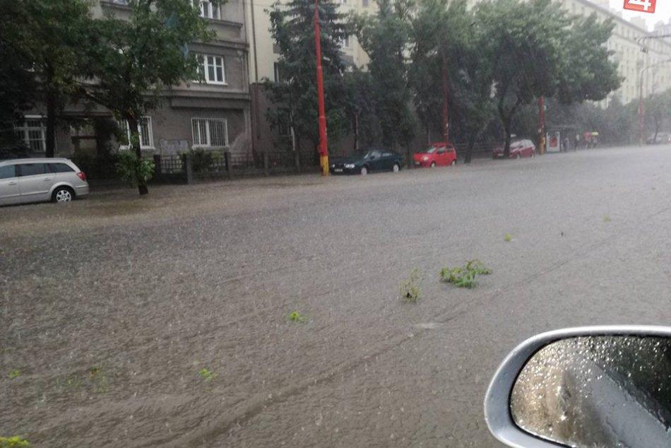 Dažďom zatopená Bratislava