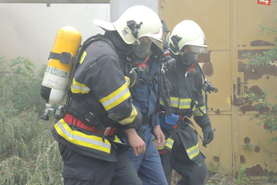FOTO: Hasiči z nášho kraja nacvičovali zásah pri výbuchu a požiari