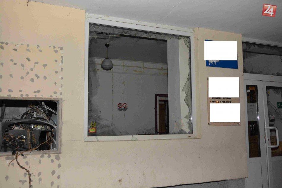 V OBRAZOCH: V Pliešovciach úradoval zlodej. Vlámal sa do bankomatu