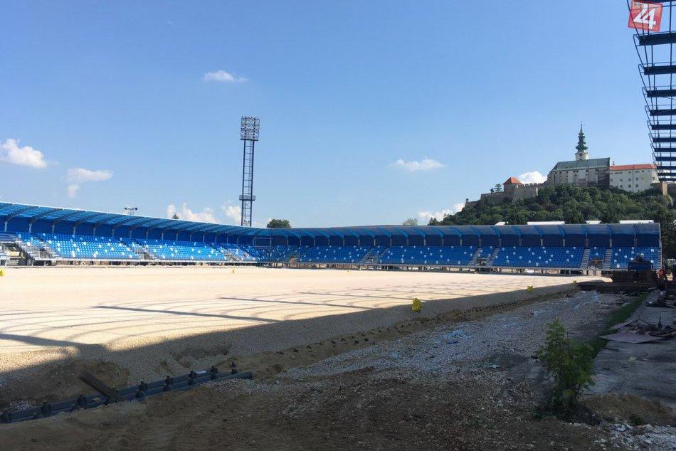 FOTO: Tribúny čakajú na fanúšikov, štart sezóny na vynovenom štadióne je otázny