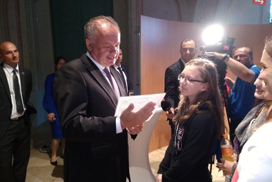 Obrazom: Deviataci zo Spišskej odovzdali prezidentovi vysvedčenie