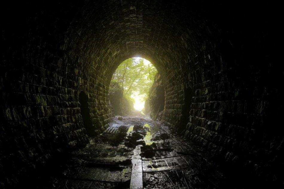 V OBRAZOCH: Cez tunely pri Magnezitovciach nikdy nešiel vlak