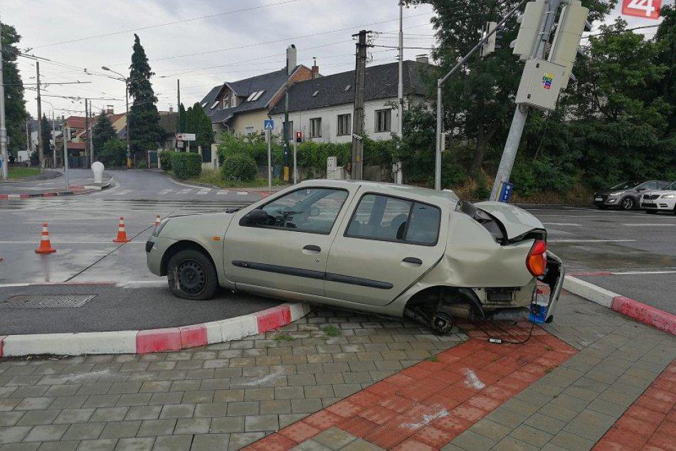 Nehoda v Mlynskej doline a pri Budmericiach