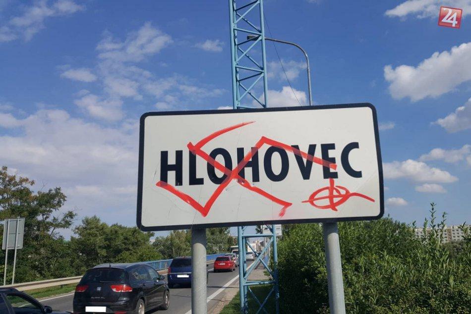 V Hlohovci vičíňali neznámi vandali: Mesto je poznačené hákovými krížmi