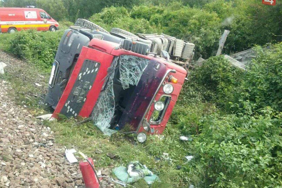 Nehoda vlaku a auta pri Zemianskych Kostoľanoch: Zábery priamo z miesta