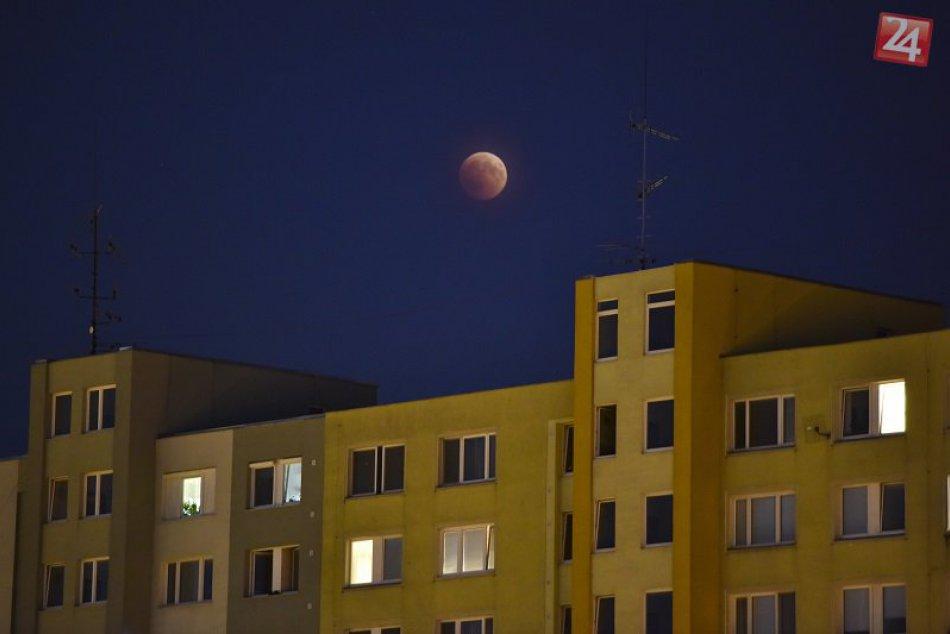 Zatmenie Mesiaca nad Bratislavou