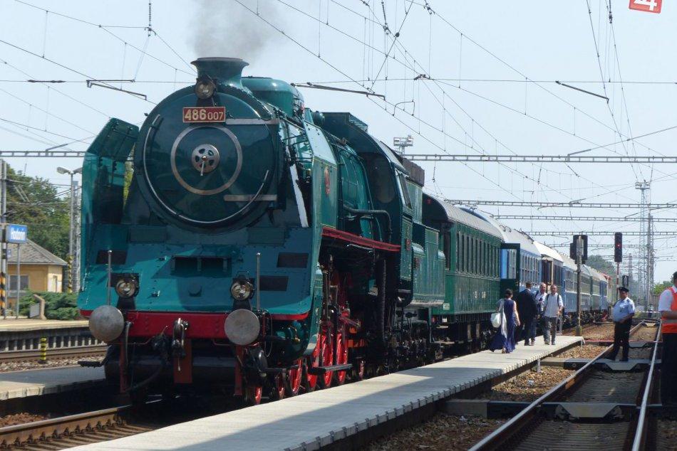 Do Topoľčianok prišli špeciálnym vlakom prezidenti Kiska a Zeman
