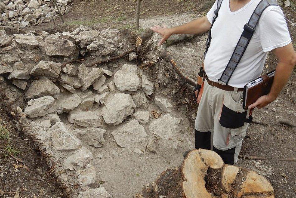 FOTO: Na Tibavskom hrade realizujú výskum. Priniesol už aj prvé výsledky