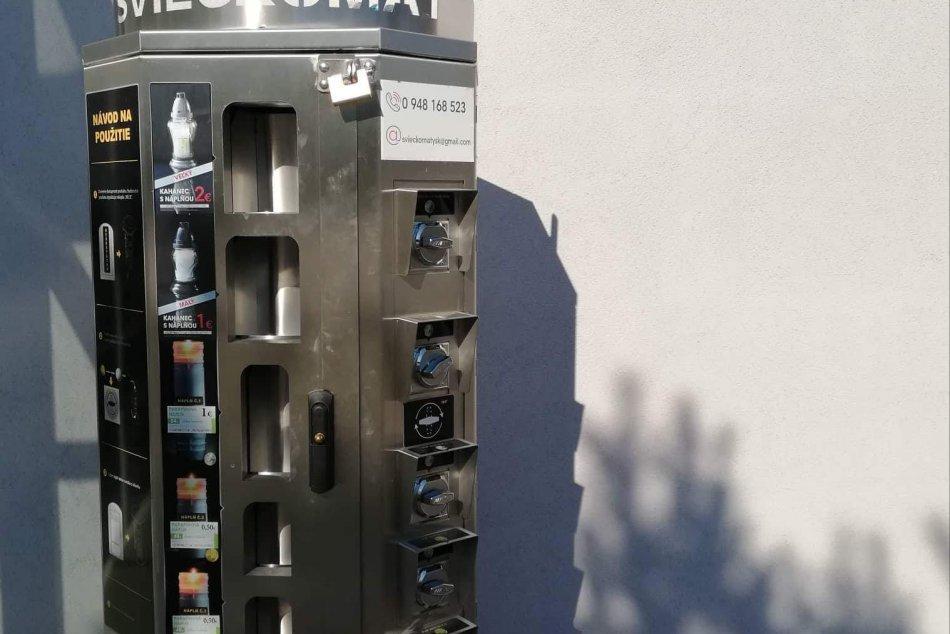 FOTO: Takéto neobvyklé zariadenie pribudlo pred cintorínom v Michalovciach