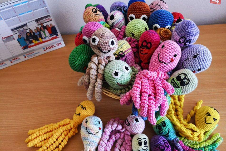 V OBRAZOCH: V Nemocnici Zvolen dostanú babätká chobotničky od dobrovoľníkov