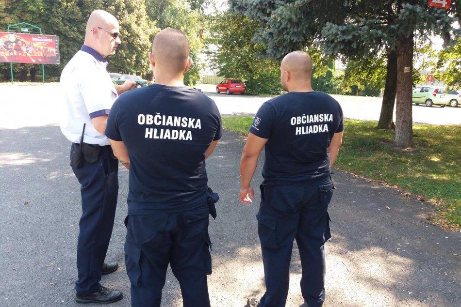 V OBRAZOCH: Na okolie železničnej stanice dohliadajú aj občianske hliadky