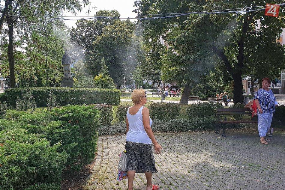 Osvieženie na humenskom námestí: Prejdite cez bránu v vodnej hmly