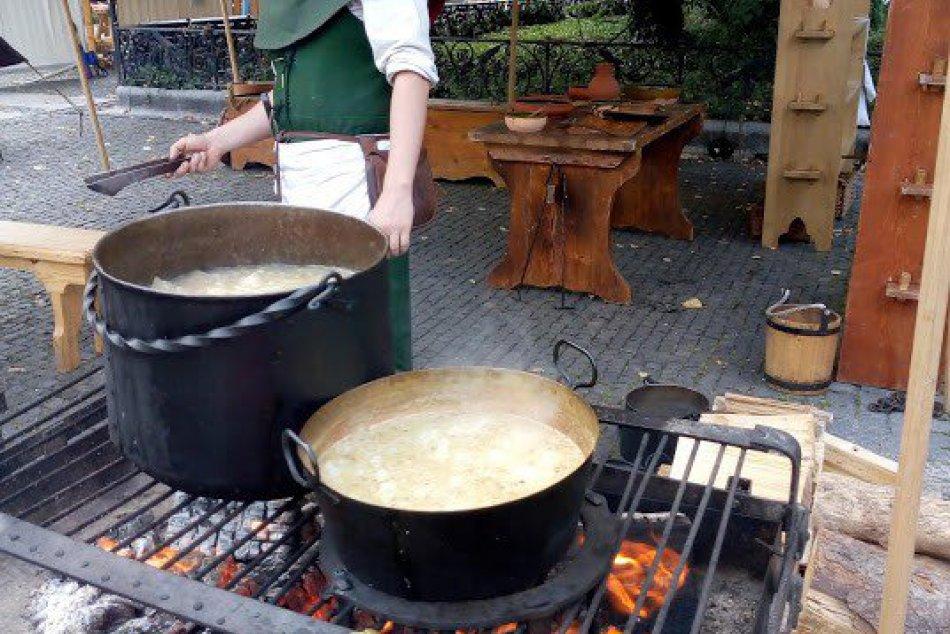OBRAZOM: Dobová kuchyňa na Stredovekom dni v Žiline