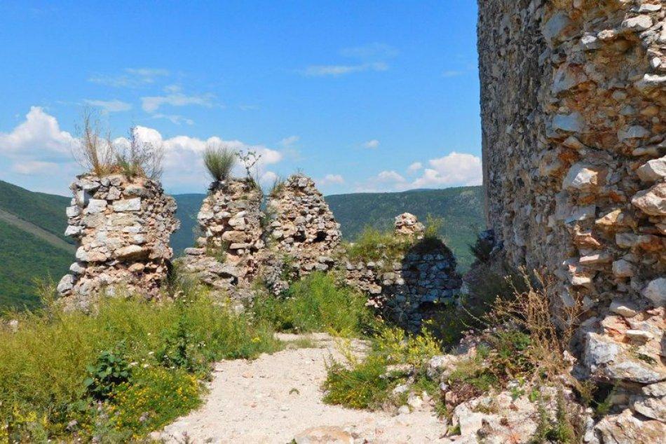 Obrazom: Parádny výhľad na okolie zo zrúcanín Turnianskeho hradu