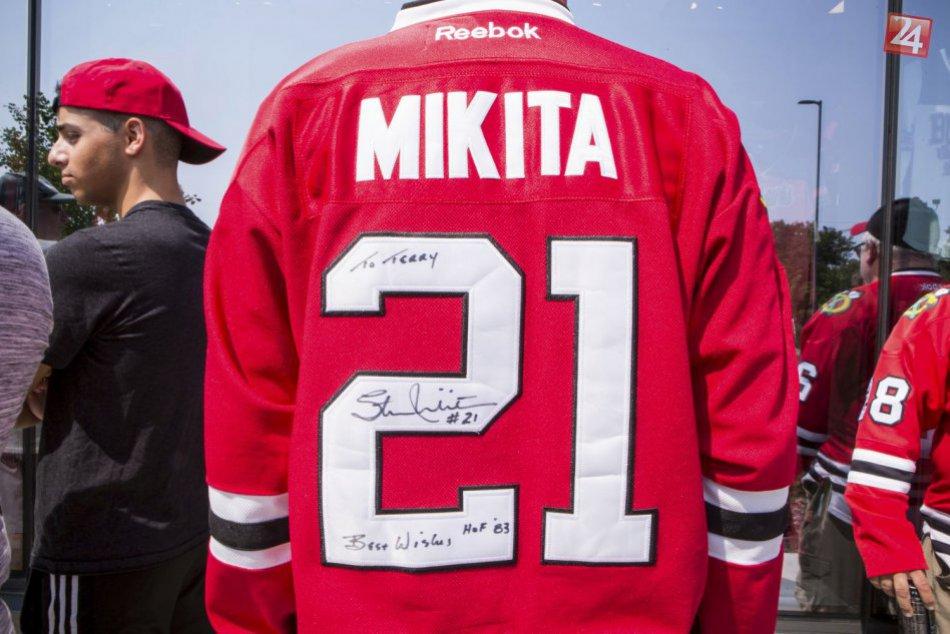 Svet sa rozlúčil s hokejistom Stanom Mikitom, prišli stovky fanúšikov