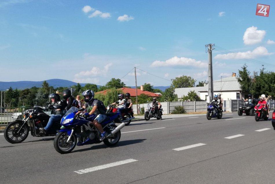 GALÉRIA: Takto to vyzeralo počas spoločnej jazdy motorkárov v Zalužiciach