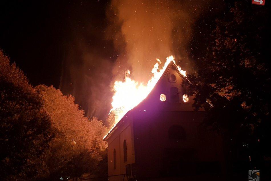 Kaplnka sv. Heleny smutným spôsobom zmenená: Zábery z požiaru a po ňom