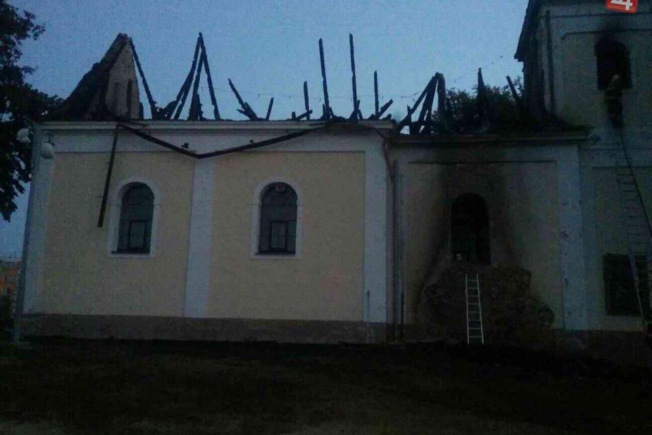 Požiar kostola v Považskej Bystrici: Zábery zhorenej kaplnky sv. Heleny
