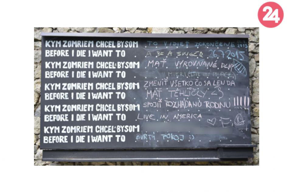 FOTO: Vyradená školská tabuľa? Pri Brekovskom hrade našla nové uplatnenie