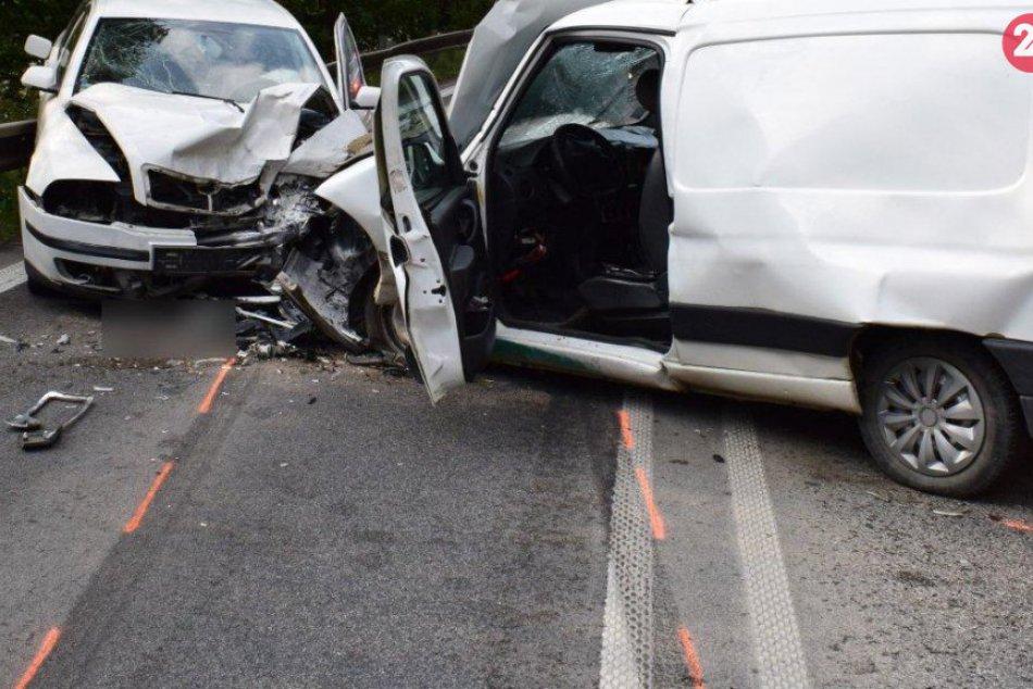 V Strečne sa zrazili dve autá: Foto z miesta