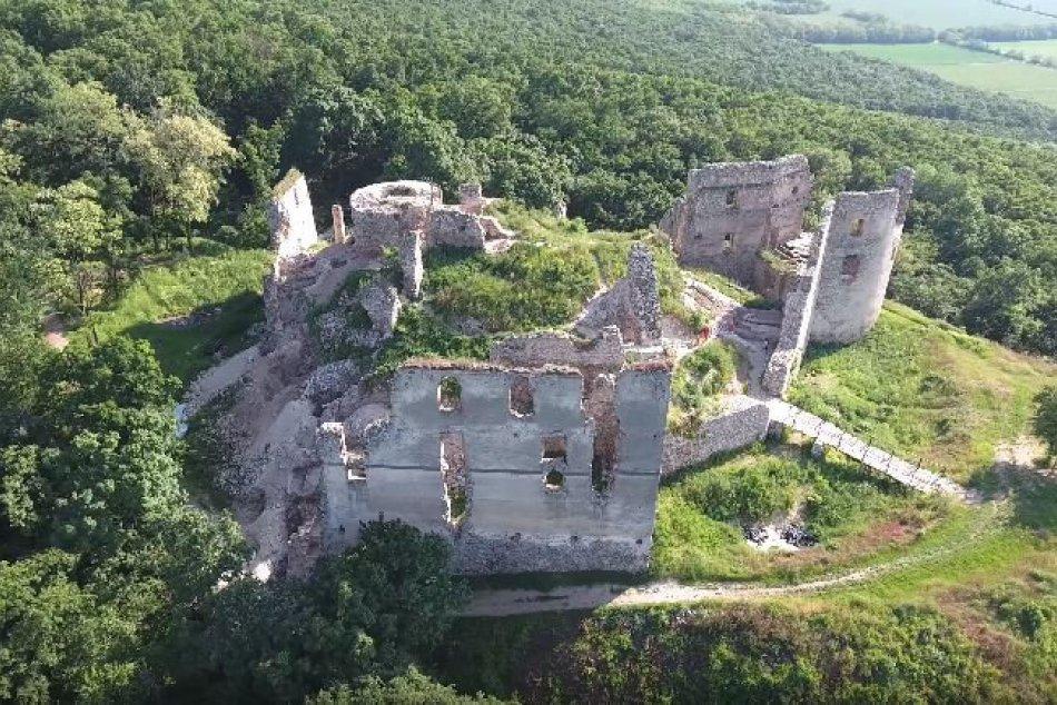 TOP 5 zrúcanín hradov v Nitrianskom kraji