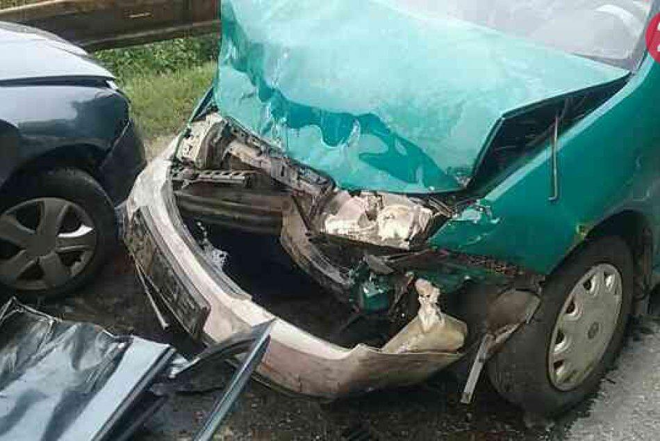 Vážna nehoda blízko Považskej Bystrice: FOTO priamo z miesta