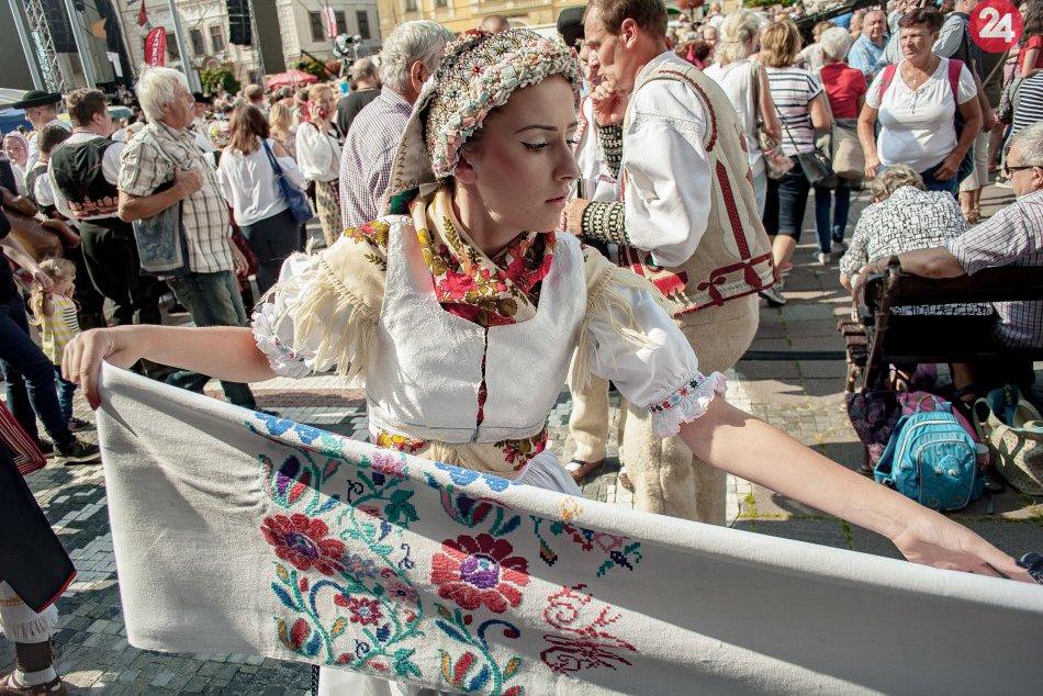V OBRAZOCH: Toľko ľudí v krojoch len tak neuvidíte, zišli sa v Bystrici