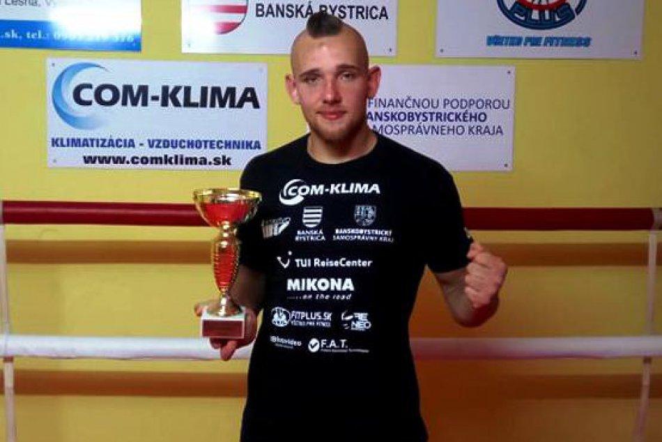 V OBRAZOCH: Parádny triumf mladého bojovníka MMA z bystrického Erawan gymu