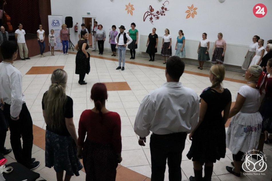 V známej dedine okresu Spišská bolo veselo: Ľudia sa učili ľudové tance