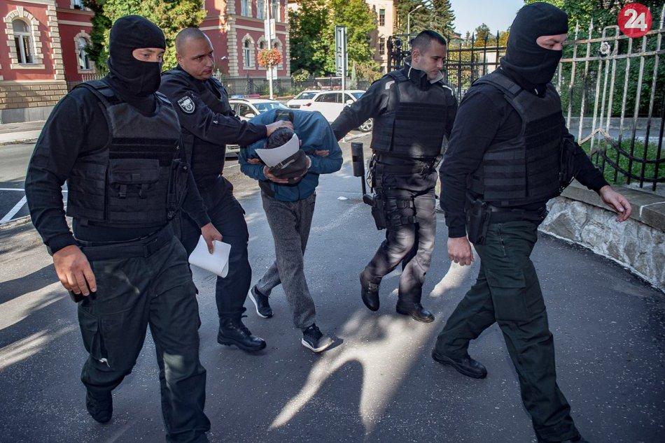 FOTO: Muža obvineného z vraždy žiarskeho poslanca vzali do väzby
