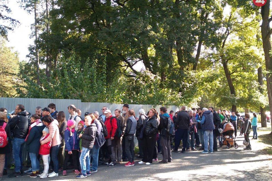 OBRAZOM: Predaj zaujímavého suveníru prilákal v Spišskej množstvo ľudí!