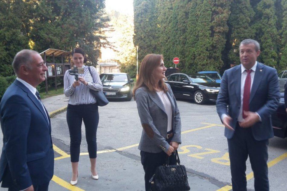 Považskobystrickú nemocnicu navštívila ministerka Kalavská: Zábery z priebehu