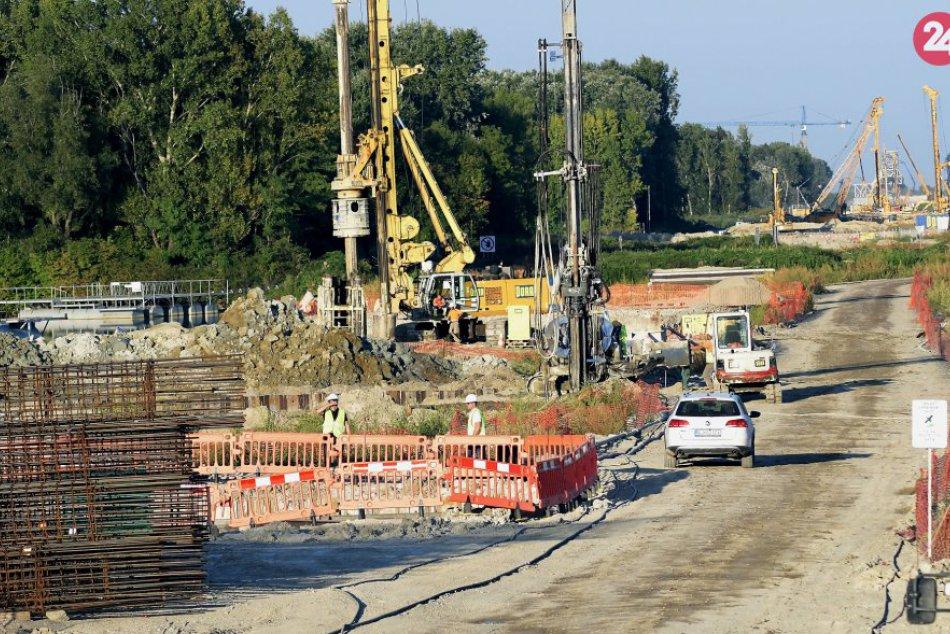Výstavba diaľnice D4 Jarovnice-Rača
