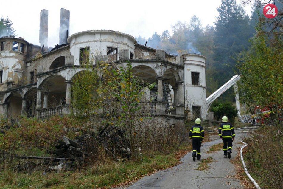 Smutný pohľad: Zámok Kunerad zasiahol rozsiahly požiar, FOTO