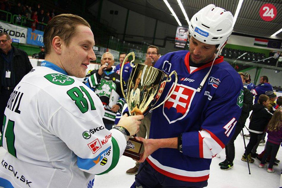 Hráči MHC Nové Zámky si prebrali trofej za Vyšehradský pohár