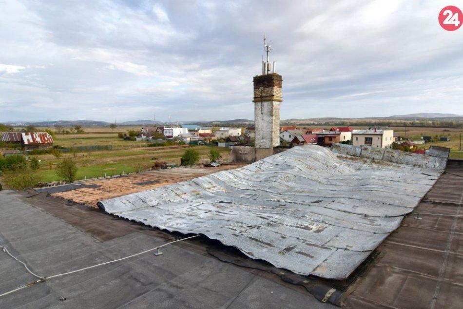 FOTO: Obce na Hornom Zemplíne riešili po silnom vetre poškodené strechy