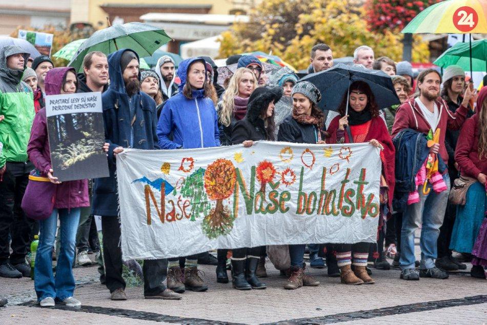 V OBRAZOCH: Prvý verejný protest za slovenské lesy pod názvom A dosť!