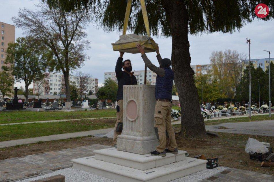 Historický kríž v Šali už osadili: Vzniklo nové pietne miesto, FOTO